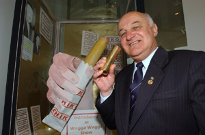 Mayor Kevin Wales with gold Chiko roll, 2001